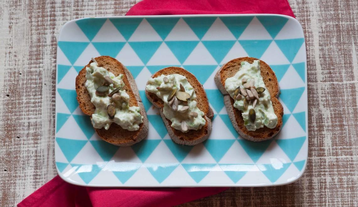 Crostini con crema di avocado e semi misti una - La cucina di giuditta ...