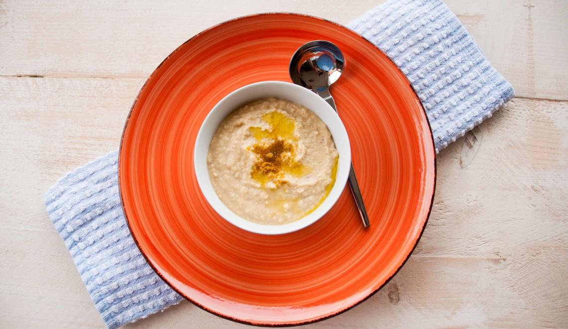 Evviva i legumi: hummus di ceci e yogurt