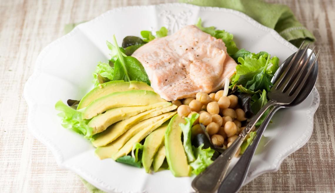 insalata-avocado-salmone-ceci-