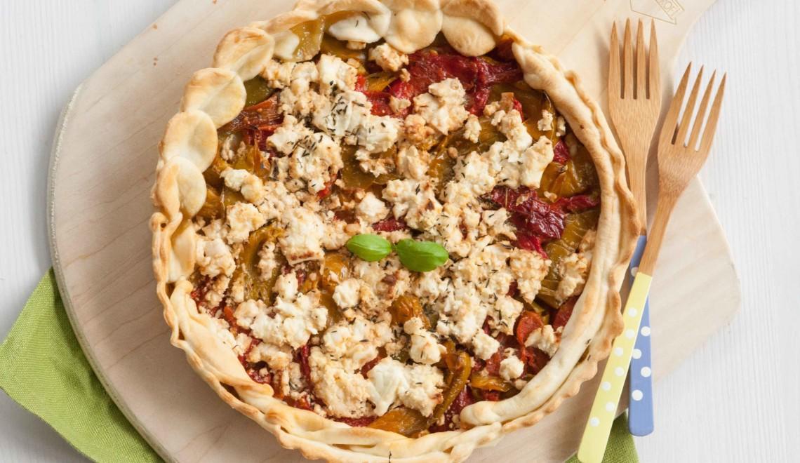 Torta salata con peperoni, feta e timo