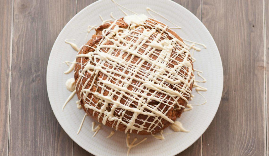 Torta con farina di nocciole e cioccolato bianco