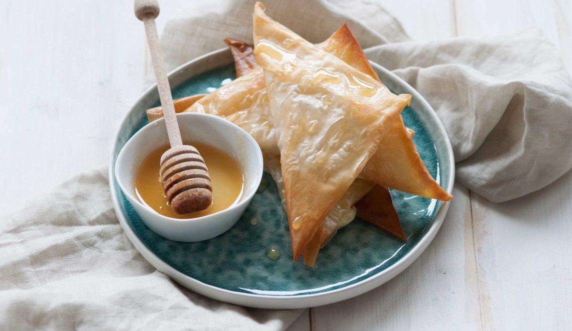 Triangolini di fillo con formaggio di capra e miele