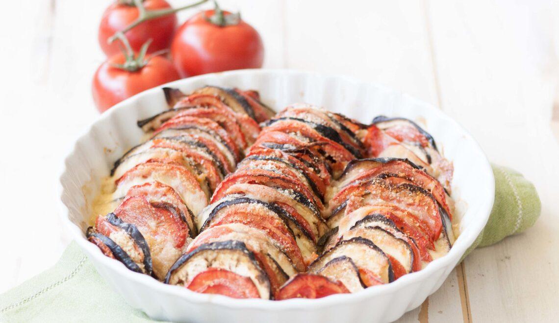 Teglia di melanzane e pomodori al forno con provola