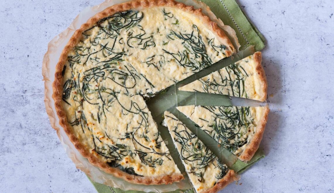 Torta salata con agretti e ricotta di pecora